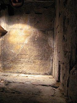 Загрузить увеличенное изображение. 480 x 640 px. Размер файла 105836 b.  Crypt, Hexham Abbey.