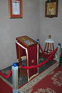 Место упокоения епископа Хвостанского Варнавы в монастыре Беочин. фото 2007 г.
