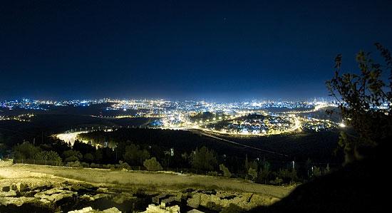 Вид на ночной Иерусалим. Фото: Г.Балаянц / Православие.Ru