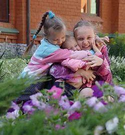 Загрузить увеличенное изображение. 750 x 563 px. Размер файла 51180 b.  Цветы в цветах. Фото: Валерий Переладов / Mnogodetok.Ru