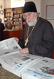 Протоиерей Андрей Папков в Казанском храме во время его визита в Саратов