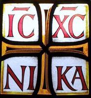 Что означают буквы N I K A возле распятия