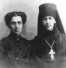 Иеромонах Нестор (Анисимов) с мамой Антониной Евлампиевной перед отъездом на Камчатку