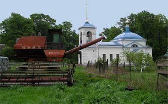 Сабуровский скит: возле храма