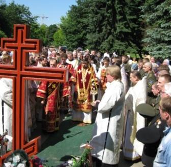 Панихида у Поклонного креста в Московском парке Победы Петербурга 22 июня 2009 года