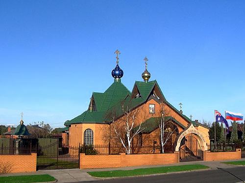 Храм Успения Божией Матери в Данденонге (30 км от Мельбурна), настоятелем которой является о.Михаил