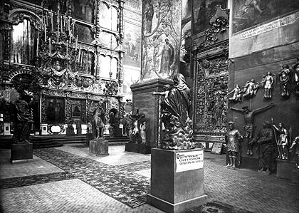 Резной крест в храме Донского монастыря