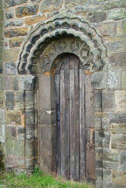 Ранненорманнская дверь внутри церкви св. Марии и св. Хардульфа в Бридоне-Он-Де-Хилл
