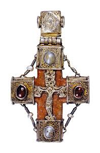 Крест наперсный. XVI век. Серебро, скань, литье.