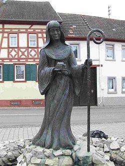 Статуя святой Лиобы в Шорнсхайме