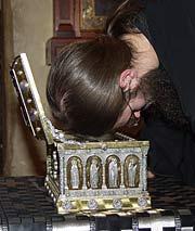 Загрузить увеличенное изображение. 500 x 387 px. Размер файла 25988 b.  Ковчег со святыми мощами преподобной Марии Египетской, доставленный в обитель из греческого монастыря святителя Николая на острове Андрос. 2004 г.