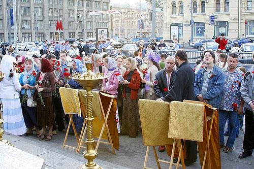 Возложение цветов к памятнику героям Плевны и панихида по погибшим воинам 22 июня 2007 г.