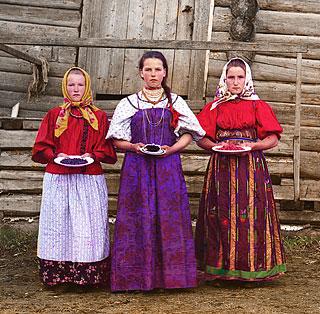 С.М.Прокудин-Горский. Крестьянские девушки. Российская империя. 1909 г.