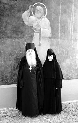 Игумен Серафим и монахиня Серафима. Флоровский монастырь, 2007 г. Фото: Михаил Мазурин
