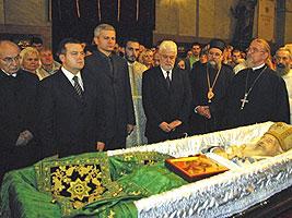 Члены правительства у гроба Патриарха Сербского Павла. Фото:РТС