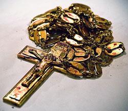 Наперсный крест отца Даниила со следами крови