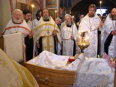 «Блажен путь, воньже идеши днесь, душе». Отпевание отца Александра в храме святителя Николая в Кленниках. 1 мая 2009 г.