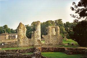 Руины большой монастырской церкви святого Эдмунда в Бери-Сент-Эдмундсе