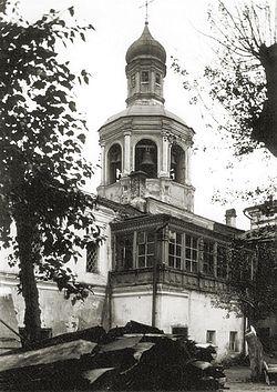 Загрузить увеличенное изображение. 450 x 601 px. Размер файла 94924 b.  Колокольня над Святыми воротами. Вид со двора монастыря. Фото 1928 г.