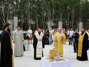 Загрузить увеличенное изображение. 2765 x 2074 px. Размер файла 1649288 b.  Архиепископ Иларион совершает богослужение в приходе во имя Святой Живоначальной Троицы на острове Пхукет