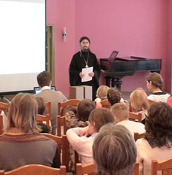 Отец Ириней (Пиковский) в Библиотеке украинской литературы в Москве