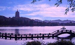 Озеро Сиху в Китае.