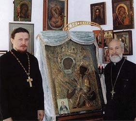 Протоиерей Сергий Гарклавс с Тихвинской иконой Пресвятой Богородицы