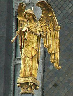 Фрагмент декора собора святого Финбара в Корке (Ирландия)
