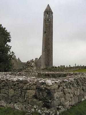 Башня монастыря Килмакду (Ирландия)