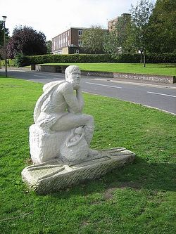 Святой Кутман. Скульптура работы Пенни Рива, установленная в Стейнинге