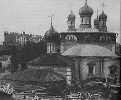 Вид с востока на Владимирский собор 1679 года. На переднем плане церковь преподобной Марии Египетской. Фото 1928 года