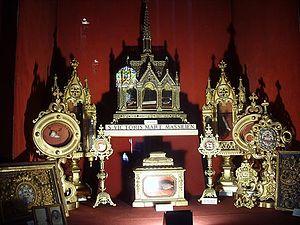 Загрузить увеличенное изображение. 500 x 375 px. Размер файла 65913 b.  Реликварий с мощами святых в аббатстве святого Виктора