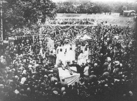 Освящение поклонного креста при закладке сокольнического храма