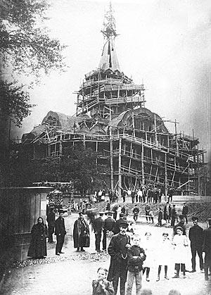 Сокольнический храм Воскресения Христова в лесах