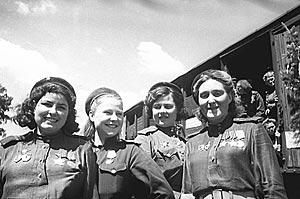 Домой с победой. Девушки на войне, 1945 г