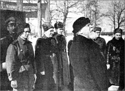 Митрополит Николай (Ярушевич) на фронте напутствует бойцов