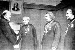 Православным священникам во время войны вручают государственные награды