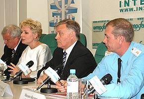 На пресс-конференции слева направо: Виктор Петраков, Елена Гагарина, Владимир Якунин, Сергей Хлебников