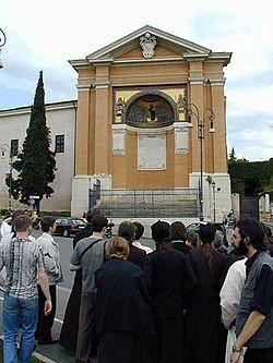 Загрузить увеличенное изображение. 375 x 500 px. Размер файла 43727 b.  Перед храмом святого Лаврентия со святой лестницей