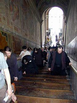 Загрузить увеличенное изображение. 375 x 500 px. Размер файла 24778 b.  Братия поднимается по святой лестнице в церкви св. муч. ЛаврентияБратия поднимается по святой лестнице в церкви св. муч. Лаврентия