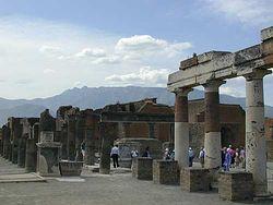 Загрузить увеличенное изображение. 500 x 375 px. Размер файла 21443 b.  Центр Помпеи. Древний форум
