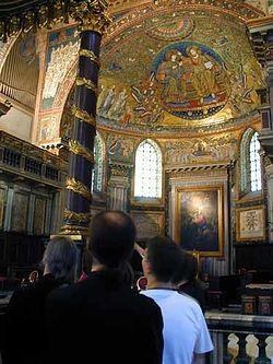 Загрузить увеличенное изображение. 375 x 500 px. Размер файла 30460 b.  Передняя часть базилики Санта Мария Маджоре с древнями фрескамиПередняя часть базилики Санта Мария Маджоре с древними фресками