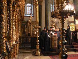 Загрузить увеличенное изображение. 700 x 525 px. Размер файла 276351 b.  В храме святого Георгия