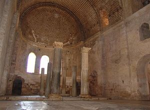 Развалины храма, в котором служил св. Николай