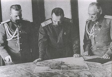Картинки по запросу Император Николай Второй и генерал Алексеев