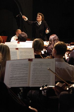Симфония № 5 в исполнении симфонического оркестра Днепропетровской областной филармонии под управлением заслуженного деятеля искусств Украины Натальи Пономарчук