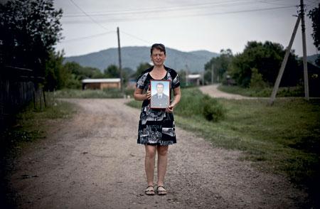 Вдова убитого милиционера Ирина Карась. Фото: Алексей Майшев / Русский репортер