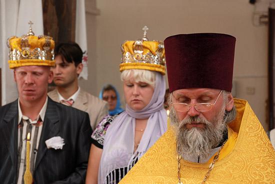 Венчание в сельском храме. Фото: А.Поспелов / Православие.Ru