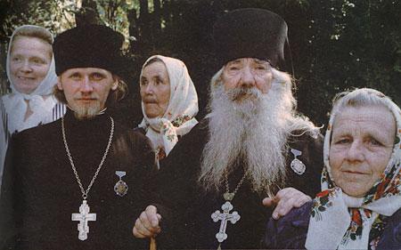 1000-летие Крещения Руси. Архимандрит Павел (Груздев) и иерей Анатолий Денисов (стоит слева)