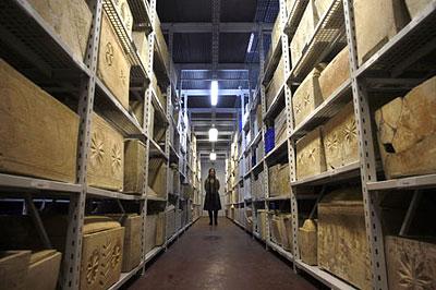 Хранилище саркофагов в Музее Рокфеллера